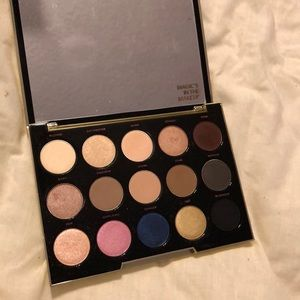 Urban Decay- Gwen Stefani eyeshadow pallet